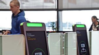 Automatiska inpasseringsgrindar vid säkerhetskontrollerna införs nu på Swedavias flygplatser. Foto: Swedavia.