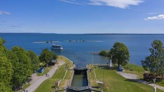 Berg slussar, Göta kanal, är ett av Linköpings största besöksmål. Hit lockades många svenskar under pandemisommaren 2020. Fotograf: Fredrik Schlyter