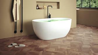 Aspholmen badkar och Koberg handdukstork i mattsvart.