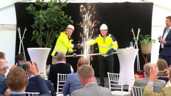 Till vänster Sezgin Kadir vd Kraftringen och till höger Olof Dahlgren fabrikschef Nordic Sugar.