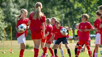 Det blev succé när fotbollsskolan gjorde entré hos Färjestaden GoIF ifjol.