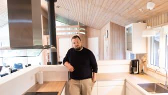 David Sørensen fandt det nye køkken til sommerhuset hos BAUHAUS og fik det monteret gennem byggevarehusets Montageservice.
