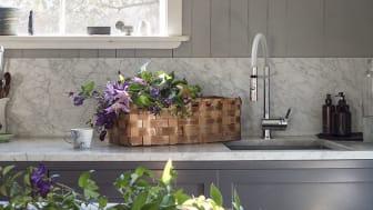 Kjøkkenkranen Mora One Miniprofi skiller seg ut med sitt særegne design. Foto: Mora