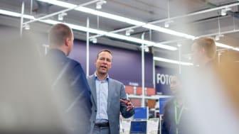 Jaan Ivar Semlitsch (46) er ny konsernsjef i Dixons Carphone International og får nå ansvaret for 14.000 ansatte. Han fortsetter som sjef for Elkjøp Nordic AS.