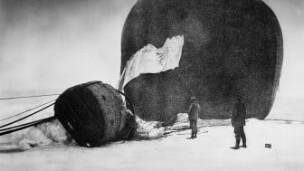 Delar av utställningen Att se världen - den fotograferande människan berättar om Andrées polarexpedition 1897. Luftfärden slutade på isen 14 juli. Foto Nils Strindberg.