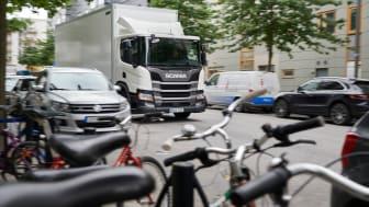 Scania führt eine innovative Seitenerkennungsfunktion ein, bestehend aus Tote-Winkel-Assistent und dem Abbiegeassistent.