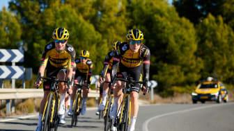 Löpare, cyklister och triathleter av världsklass som använder den bästa tillgängliga tekniken då de förbereder sig för tävlingsdagen. Möt Garmins sponsrade atleter och cykelteam 2021.