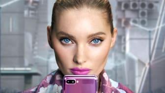 Flip it – Supermodellen Elsa Hosk frontar Samsungs nya vikbara telefon