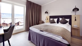 Hotel-standard-queen-room-view-clarion-collection-hotel-hammer
