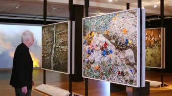 Utställningen Antropocen visar upp konsekvenser av människans intrång i vår natur på ett väldigt påtagligt sätt.