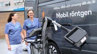 Maria Mellqvist, enhetschef på röntgen, och röntgensjuksköterskan Ulrika Lagervall är mycket nöjda med den mobila röntgenapparaten.