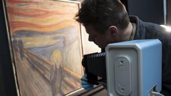 Undersøkelser ved Nasjonalmuseet gir ny kunnskap om verdens mest kjente moderne maleri. Foto Nasjonalmuseet/Annar Bjørgli