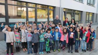 Die Schüler der Grundschule Kruppstraße gehen mit den BLINKIS sicher in die dunkle Jahreszeit