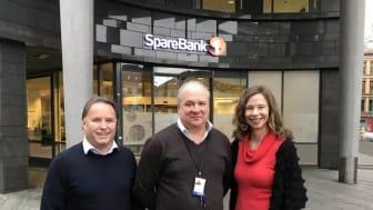 Fornøyde samarbeidspartnere, fra venstre: Nils Finstad, produktutviklingssjef for Facility Services hos Compass Group, Magne Braaten, leder for Fellestjenester hos SpareBank 1 og Audrey Sjøstedt, Key Account Manager hos Eurest.
