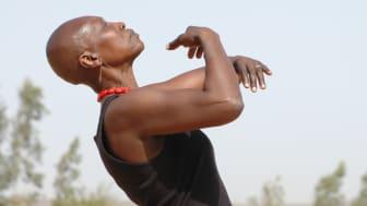"""""""The mother of Contemporary African Dance"""" Germaine Acogny kommer till Dansens Hus i höst med sin självbiografiska """"Somewhere at the beginning""""."""