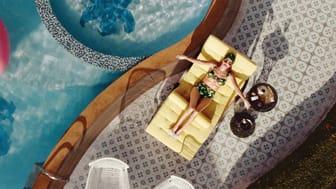 "Szene aus dem TV-Spot ""Am Pool"" der Felix Burda Stiftung."