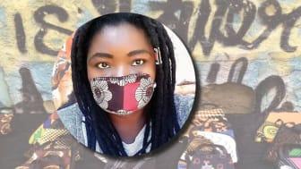 Hand in Hand entreprenören Rhoda Aoko Otiero, Nairobi Kenya har ställt om och tillverkar nu munskydd av tygspill. Hon säljer i snitt 200 munskydd om dagen.