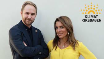 Poddens programledare är Klimatriksdagens Jonas Bane och journalisten Alexandra Pascalidou