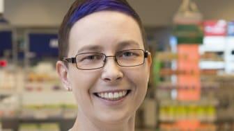 Farmaseutti Mari Heinonen Vantaanportin apteekista kertoo, että apteekin uusi ilme on otettu hyvin vastaan.