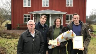 Från vänster: Håkan Holm Alteblad (S) vice ordf. stadsbyggnadsnämnden, Erik Nilsson (KD) ordf. stadsbyggnadsnämnden, Anna Jansson Heimdahl, Hans Heimdahl