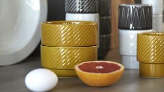 Coffee & More i senapsgult är en färglick på påskbordet
