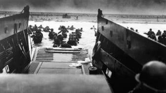 Amerikanske soldater på stranden i Normandiet på D-dag i 1944 (Foto: Corbis)
