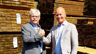 Rune Karlsson, styrelseordförande Woody samt Johan Rosendahl, VD/delägare XL-Byggpartner.