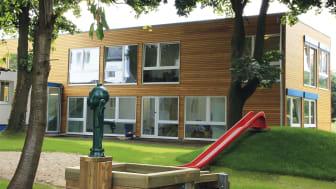 Im ersten Leben eine Kita, im nächsten vielleicht ein Studentenappartement: MyDagis in Köln, ein modularer Bau von Algeco, optisch ansprechend und in wenigen Wochen errichtet. Foto: Algeco, Architekten: Hans-Georg Baum und Katja Schmidt