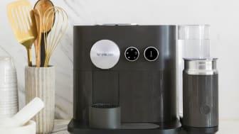 Smart ekspert: Den maskinen, Nespresso Expert, tar liten plass på benkeplassen og har smarte funksjoner og tilkobling til mobilen