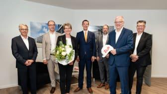 Eröffnung des neuen ZÜBLIN-Standorts in Bielefeld (v.l.n.r.: Wolfgang Feldmann, Marius Liwitzki, Birgit Tornede, Dr. Alexander Tesche, Hauke Wahlen, Ulrich Wiesemann, Jürgen Feyerabend). (Copyright: Kimpel / Ed. Züblin AG)
