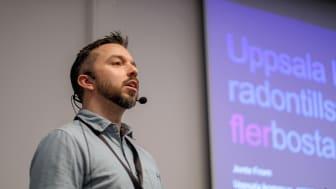 Jonte From från Uppsala kommun presenterar deras arbete med radon