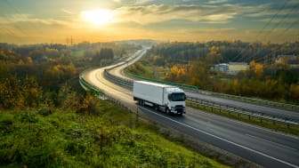 The methanol fuel cell power unit can be applied to trucks to power appliances such as air conditioning and TV.