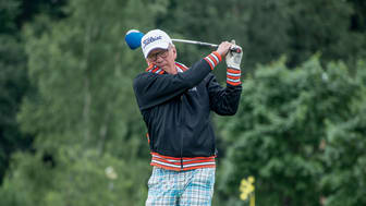 """""""Jos palkkaa työntekijän, kannattaa viedä hänet golfkentälle sillä siinä näkee ihmisestä niin hyvät kuin huonotkin puolet"""", Antti Ylihärsilä kertoo."""