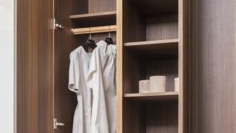 Garderobeløsningerne fra Kvänum er gennemtænkte helt ned i detaljen med mulighed for blandt andet indbygget vasketøjspose.