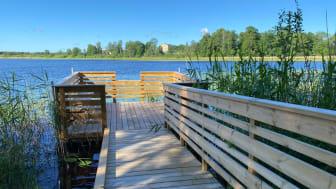 Nya Alanäs brygga är en del i att förbättra Frövi strandpromenaden.
