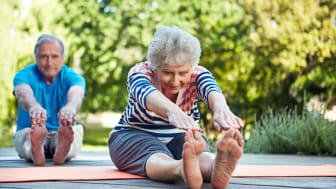 Hur främjar hälso- och sjukvården hälsa hos äldre?
