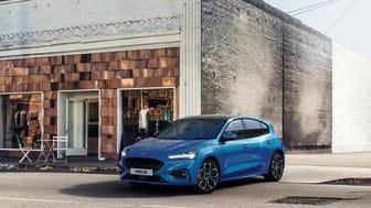 Uusi sähköistetty Ford Focus EcoBoost Hybrid kevythybridi on 17 prosenttia taloudellisempi, entistä mukavampi ja yhdistetympi