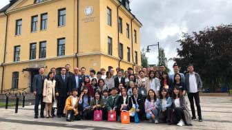 Under torsdagen hölls en avslutningsceremoni där de kinesiska och svenska studenterna samlats på Högskolan tillsammans med lärare, kursansvariga och representanter från Skövde kommun.