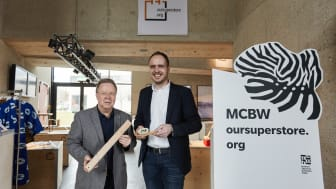 """Freuen sich über die gute Resonanz zum Konzept """"oursuperstore"""" bei der Munich Creative Business Week: Thomas Bade (links), Geschäftsführer des Instituts für Universal Design, und Hephata-Kommunikationsleiter Johannes Fuhr."""