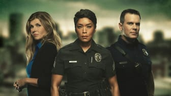 Dramaserien 9-1-1 med Angela Bassett, Peter Krause och Connie Britton premiär på FOX tisdag den 20 mars kl 21.55.