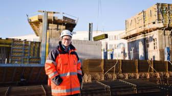 """""""Kävimme projektin alkuvaiheessa Cramon kanssa läpi, mitä vaihtoehtoja meillä on rakennuksen valurungon lämmittämiseksi"""", kertoo PEABin työmaapäällikkö Heikki Korpela."""