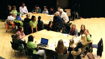 Pressinbjudan Demokratidagen: Så skapar vi en bättre stad för unga – högstadieelever i samtal med politiker, föreningsliv och tjänstepersoner