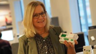Karen Rein, Offer Manager, presenterer nye SpaceLogic KNX serien; monteringsvennlig, plassbesparende og cybersikker.