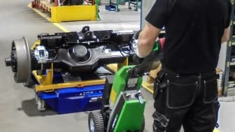 A Movexx T1500 and a mobile lift table TL 2000 from  EdmoLift are used together as an effective tool.