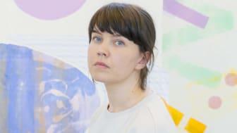 Textilkonstnären Kristina Lundsjö är 2018 års mottagare av Fabrikör J.L. Eklunds Stora Hantverksstipendium. (Foto: Hanna Ukura.)