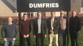 Rikard, Rasmus N, Rasmus K, Filip och Anders tillsammans med Michael Whatley, teknisk guru på Gates i Dumfries.