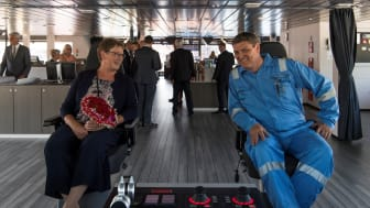 Sponsor Anni Bak together with the Captain of Maersk Minder Peter Andersen.