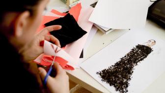 """Inbjudan till pressvisning av """"Fashion Innovation 3 – Beckmans Designhögskola och Kungl. Musikhögskolan tolkar Nobelpriset 2013"""""""