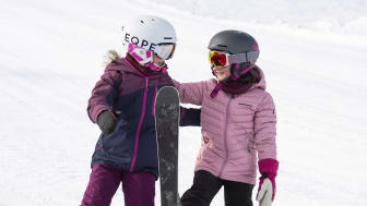 Vilje og Ingrid gleder seg til skidag i Trysil. Foto: Ola Matsson