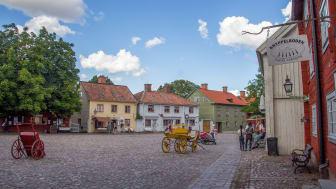 Gamla Linköping blev en av vinnarna under detta tuffa år för besöksnäringen. Friluftsmuseet placerade sig på tredje plats över Sveriges mest besökta museer under 2020. Foto: Fabian Wellving Visit Linköping & Co